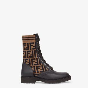 ROCKOKO Black leather biker boots with stretch fab